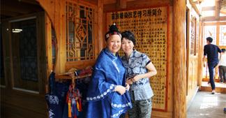 【考察】博猫平台代理团队前往贵州杨芳蜡染苗族非遗文化考察学习!