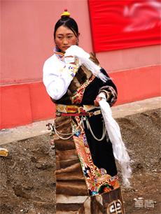 藏北地区康巴女装藏族服饰定制