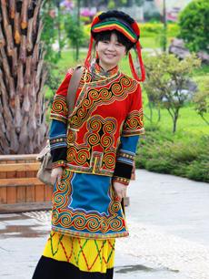 彝族服饰定制