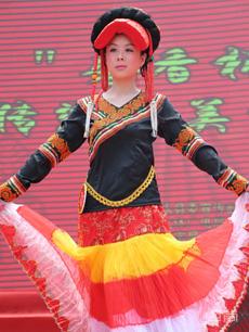 女式无领右衽彝族服饰定制
