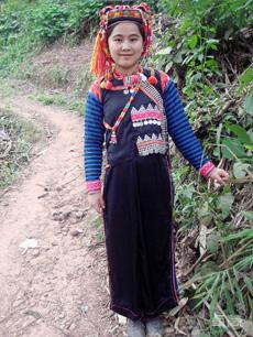 传统修身版哈尼族女装定制
