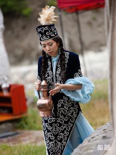 哈萨克族服饰定制