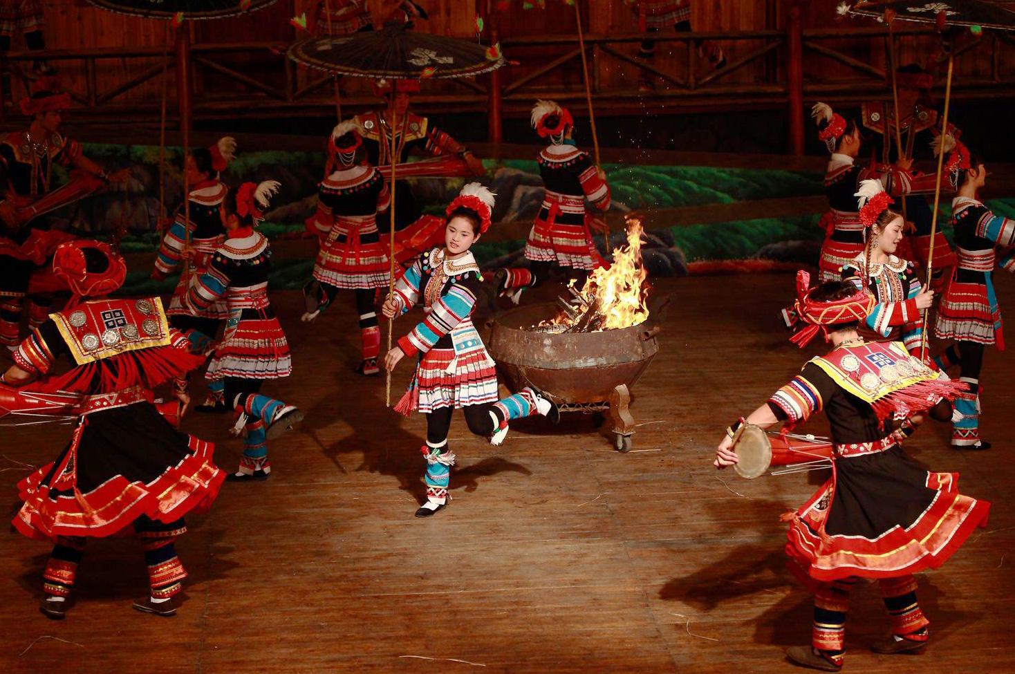 瑶族斗鸡舞