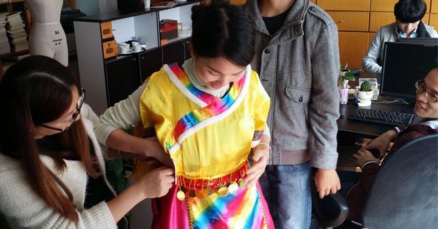 【惊奇】5个少数民族的服饰缝合在一起,你见过吗?