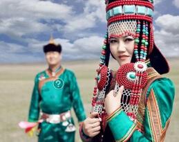 科尔沁蒙古族服饰特征及现状
