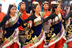 藏历新年里多彩的西藏女性服饰