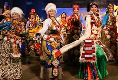 浅谈藏族服饰的服装特点