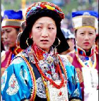 藏族服饰:民族服饰中瑰丽的花朵
