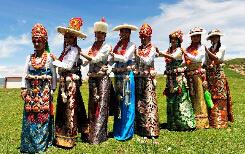 绚丽多姿:了解安多藏族服饰艺术