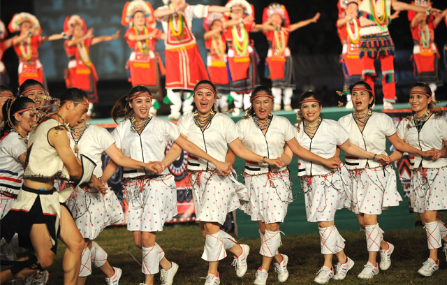 【台湾艺术团】要质量好的舞台少数民族服装,当然要找乐虎国际官网品牌
