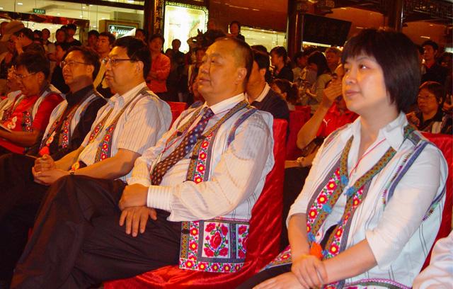 【市政】sbf胜博发娱乐少数民族服装,备受政府机构青睐