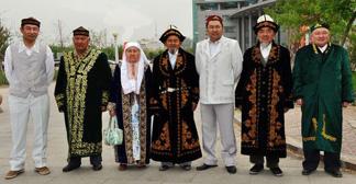 灵若似动的哈萨克族服饰