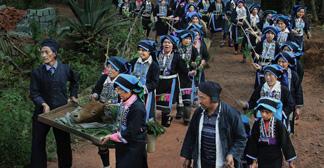 """哈尼族最盛大的节日——""""昂玛突"""""""