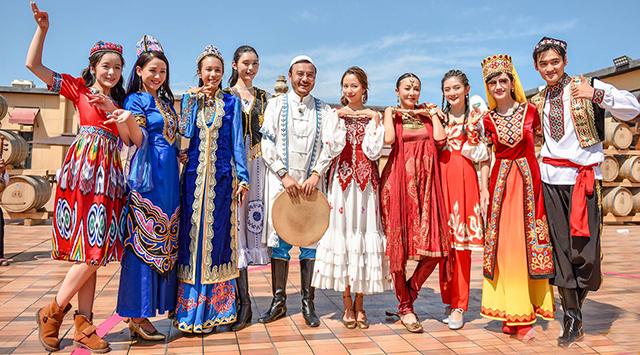 《我们来了》汪涵、谢娜等10位嘉宾身穿民族服饰上演收官大戏!