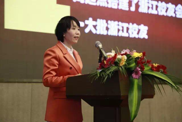 湘潭大学浙江校友会刘湘萍秘书长发表讲话